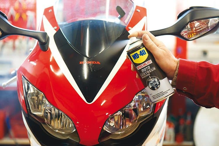 Escolha os melhores produtos de limpeza para a moto