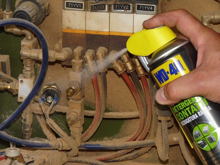 Como limpar contactos elétricos dos equipamentos elétricos e eletrónicos