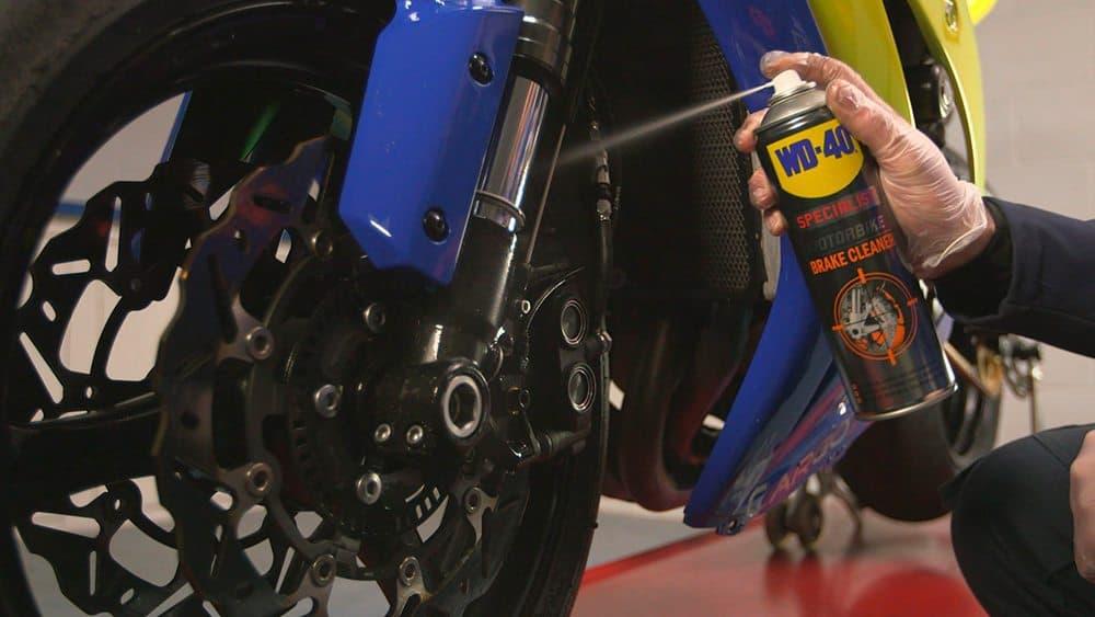 Como cuidar e limpar os travões da moto