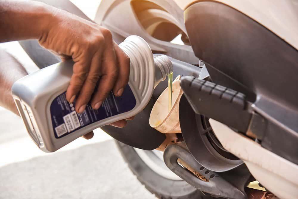Dicas para realizar a mudança de óleo do motor da moto